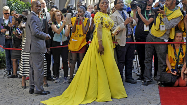 """#SONA2016: Thuli Madonsela shines in yellow """"celebration"""" dress"""